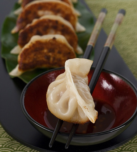 "<strong>Get the <a href=""http://www.steamykitchen.com/718-potstickers.html"" target=""_blank"">Pan Fried Pork and Shrimp Potstic"
