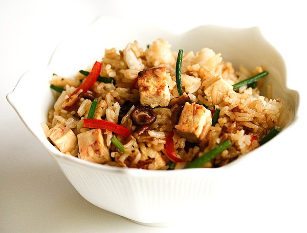 "<strong>Get the <a href=""http://www.steamykitchen.com/148-vegetable-fried-rice.html"" target=""_blank"">Vegetable Fried Rice rec"