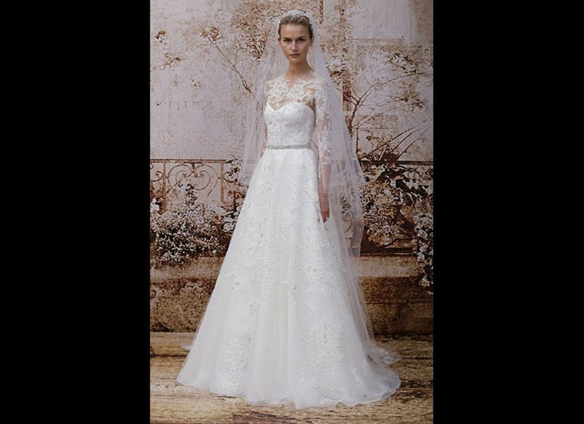 """Grace Kelly who? Your guests will be mesmerized by this <a href=""""http://www.moniquelhuillier.com"""" target=""""_hplink"""">Monique Lh"""