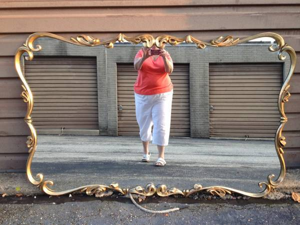 """This blog featuring <a href=""""http://craigslistmirrors.com/"""" target=""""_blank"""">pictures of mirrors for sale on Craigslist</a> is"""