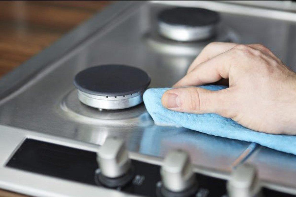 "<a href=""http://www.thedailymeal.com/11-ways-clean-your-kitchen/12314?utm_source=huffington%2Bpost&utm_medium=partner&utm_cam"