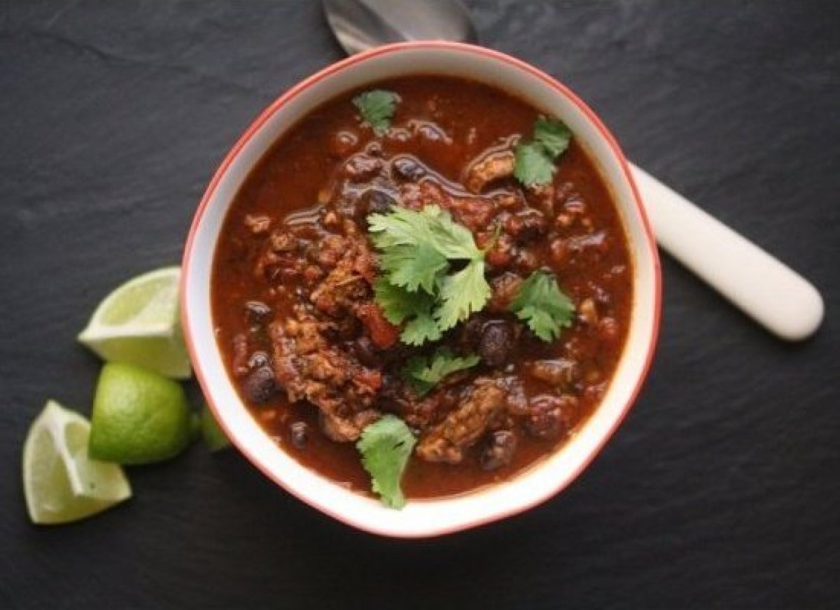 There's nothing like cozy-ing up with a bowl of chili on a cold, winter day. This healthy turkey chili recipe will surely hea