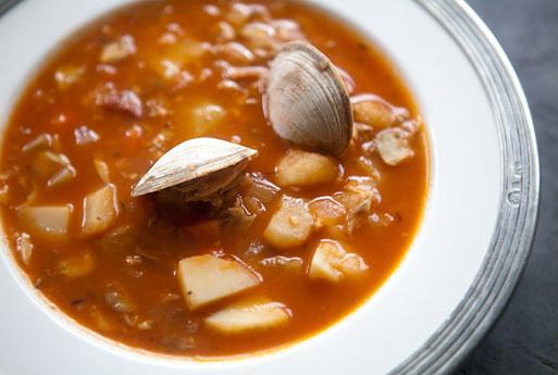 "<strong>Get the <a href=""http://www.simplyrecipes.com/recipes/manhattan_clam_chowder/"" target=""_blank"">Manhattan Clam Chowder"