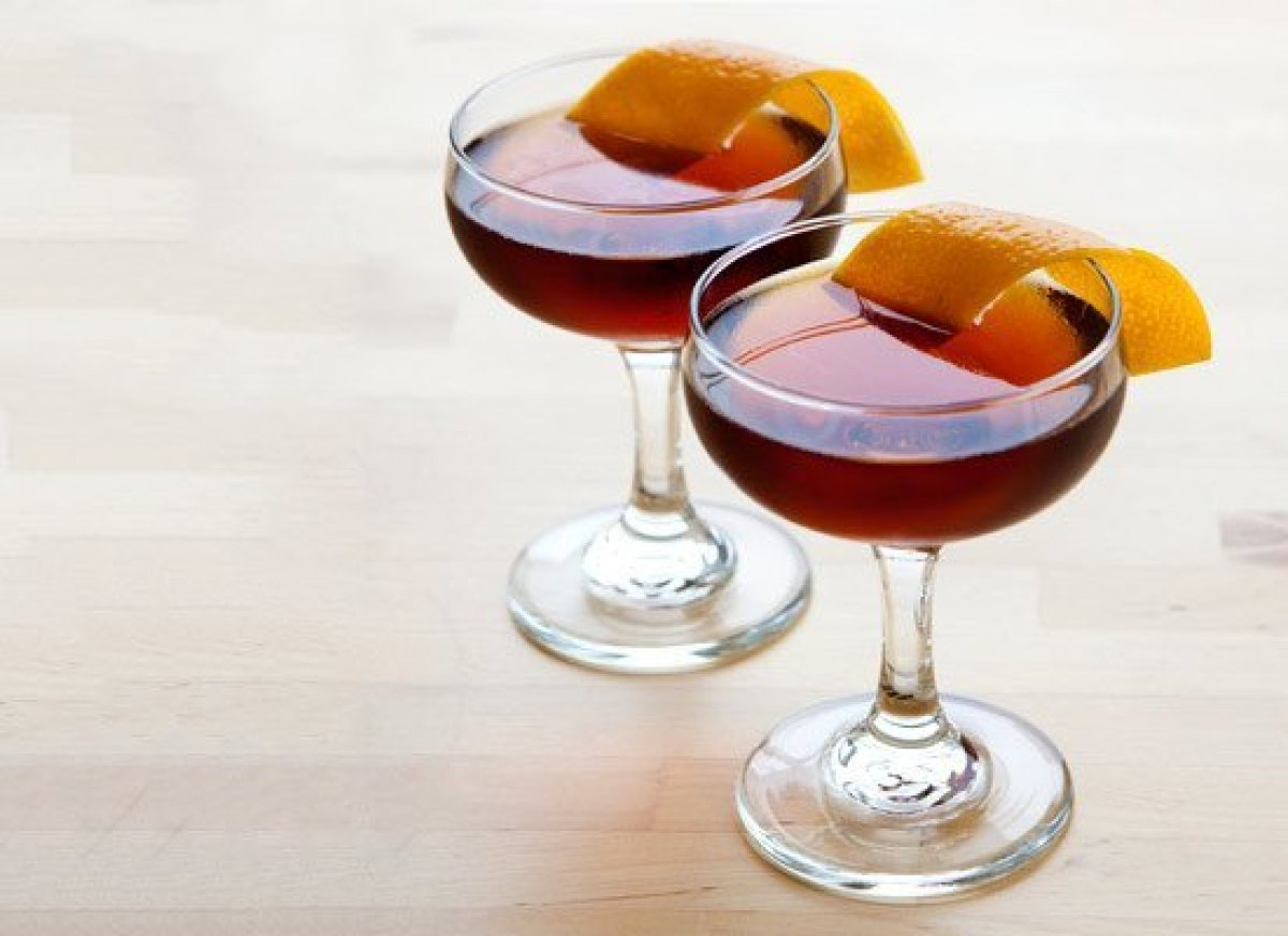 "It doesn't get more sultry than the Hanky Panky. The <a href=""http://liquor.com/spirit/gin/?utm_source=huffpo&utm_med=lnk&utm"