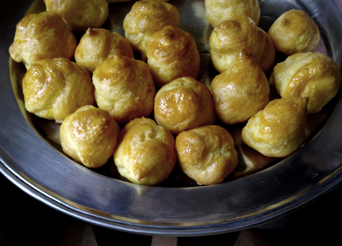 "<strong>Get the <a href=""http://mimithorisson.com/2012/04/29/gougeres-traditional-cheese-puffs/"" target=""_blank"">Gougères rec"