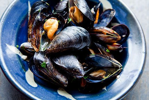 "<strong>Get the <a href=""http://www.simplyrecipes.com/recipes/mussels_in_white_wine_sauce/"" target=""_blank"">Moules Marinières"