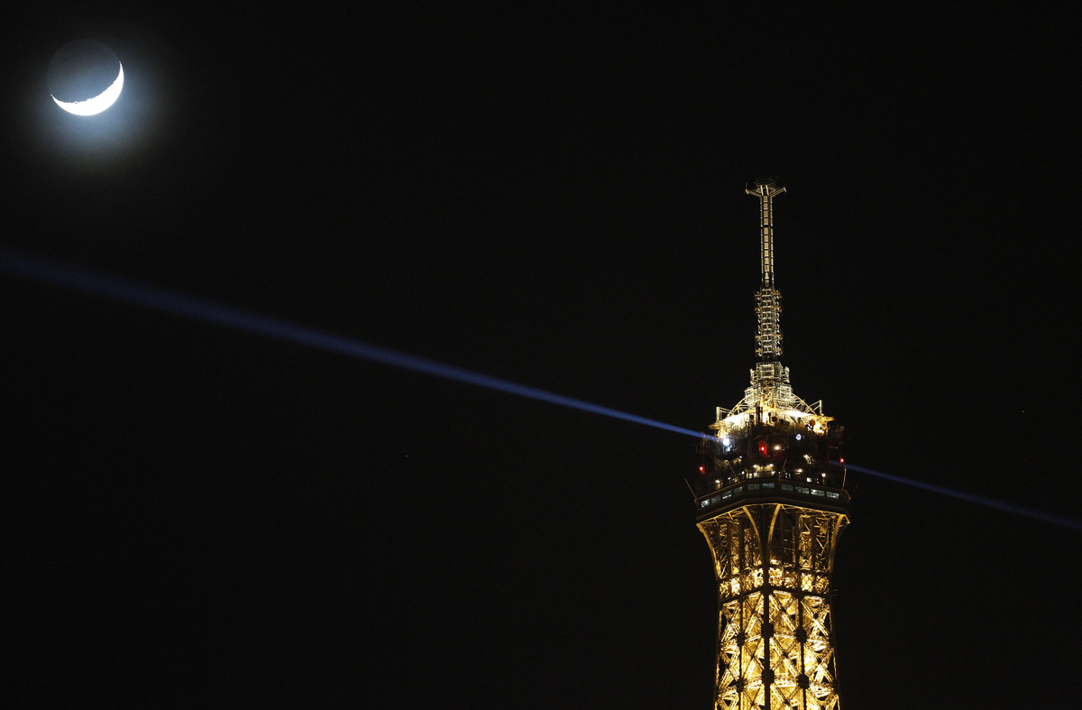 The Eiffel Tower and a crescent moon.