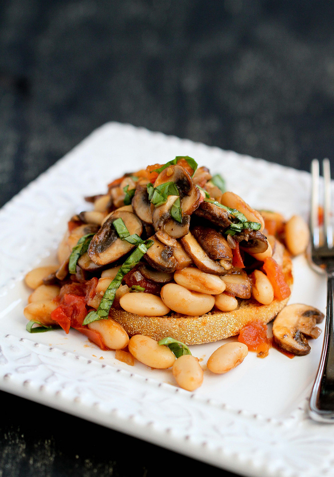 """<strong>Get the <a href=""""http://www.cookincanuck.com/2014/01/mushroom-tomato-basil-ragout-recipe-english-muffin/#_a5y_p=11698"""
