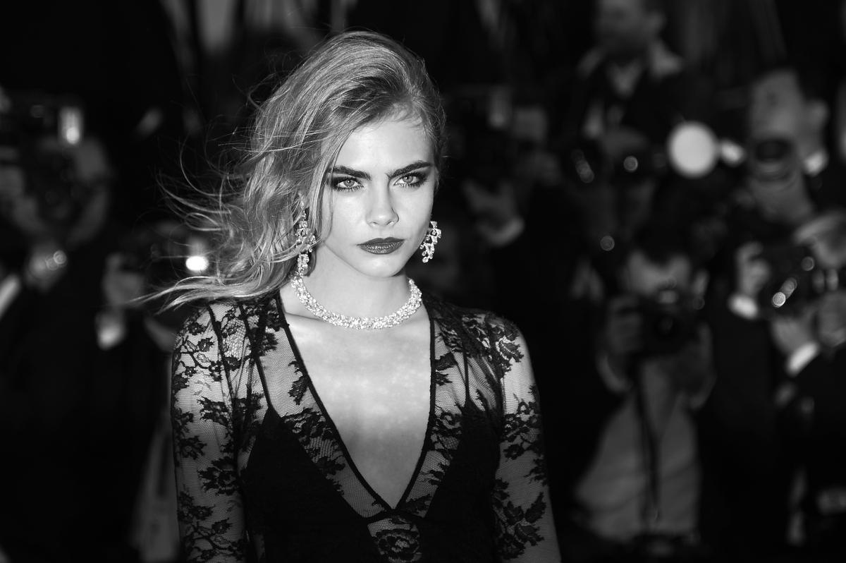 La modelo británica Cara Delevingne posa el 15 de mayo de 2013 para el estreno de El gran Gatsby en la 66ª edición del Festiv