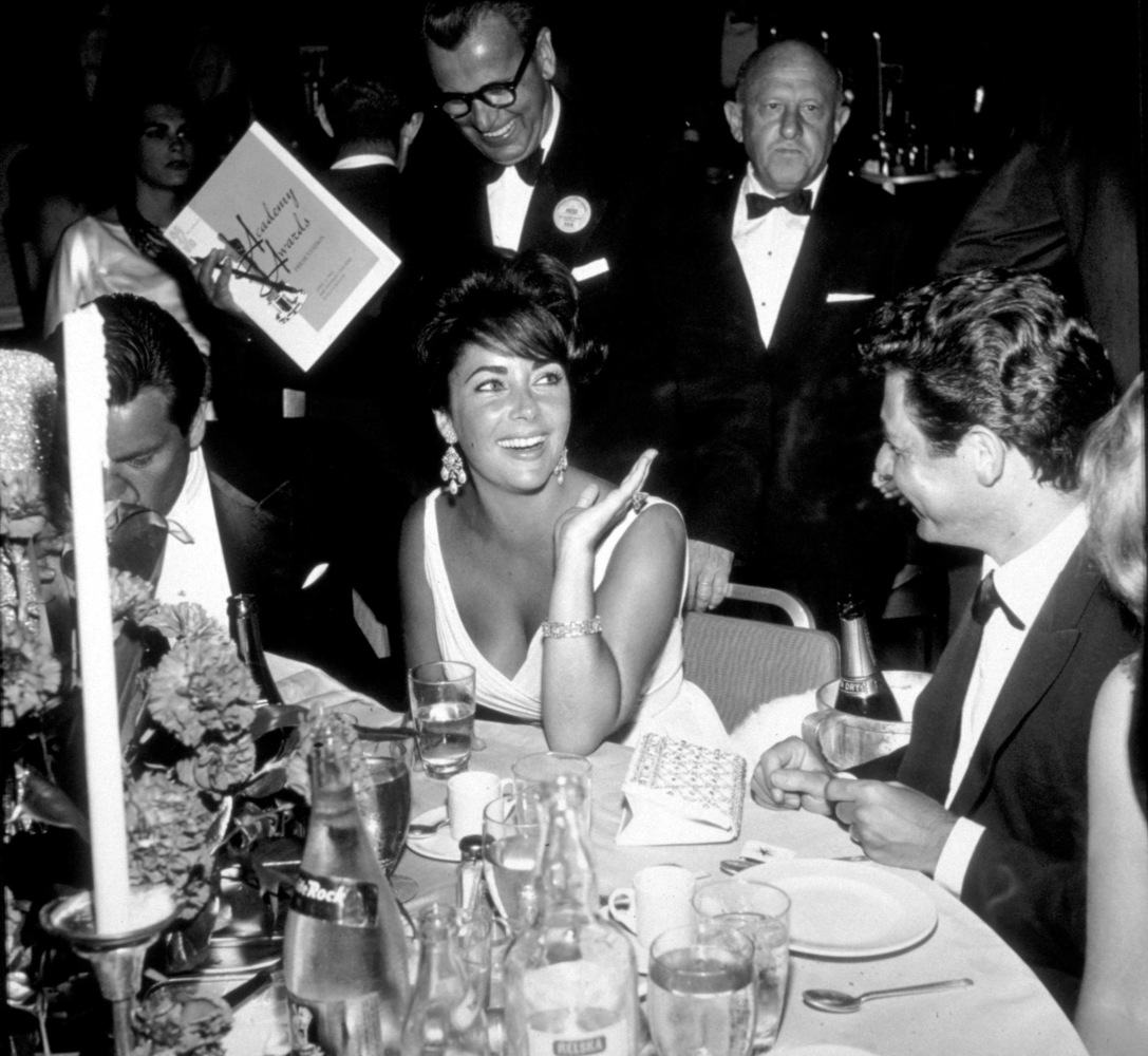 Elizabeth Taylor with Eddie Fisher at the 32nd annual Academy Awards in 1960.