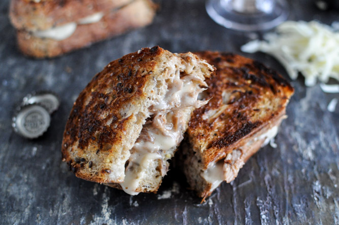 "<strong>Get the<a href=""http://www.howsweeteats.com/2012/12/crockpot-pulled-pork-beer-cheese-grilled-cheese-sandwiches/"" targ"