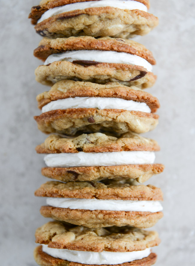 """<strong>Get the <a href=""""http://www.howsweeteats.com/2013/12/chewy-black-white-chip-oatmeal-sandwich-cookies/"""" target=""""_blank"""