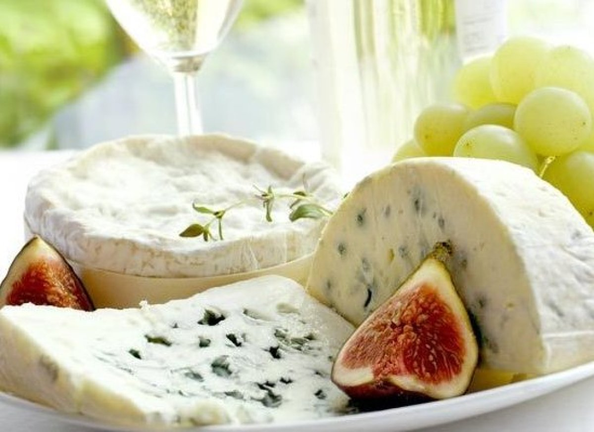 <em>Photo Credit: crolique/Shutterstock </em> From smooth gouda to sharp Roquefort, cheeses around the world are as varied as