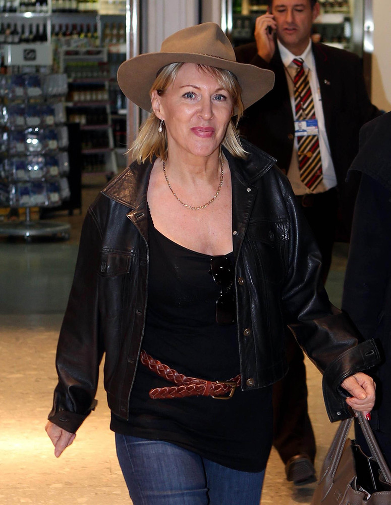 """<a href=""""http://www.huffingtonpost.co.uk/news/nadine-dorries/"""" target=""""_blank"""">The testicle-chomping Parliament absconder is"""