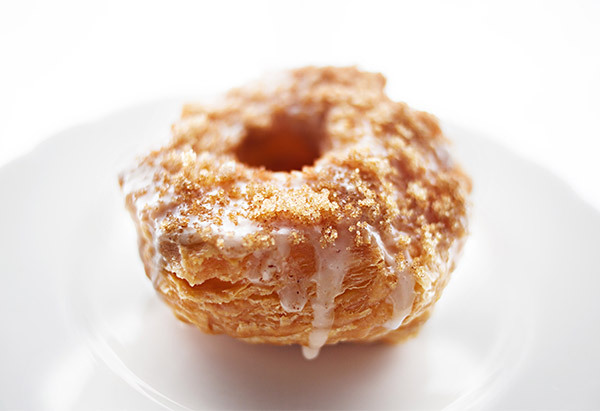 """They're the croissant-doughnut hybrid that has New Yorkers <a href=""""http://ny.eater.com/tags/cronut-mania"""" target=""""_blank"""">li"""