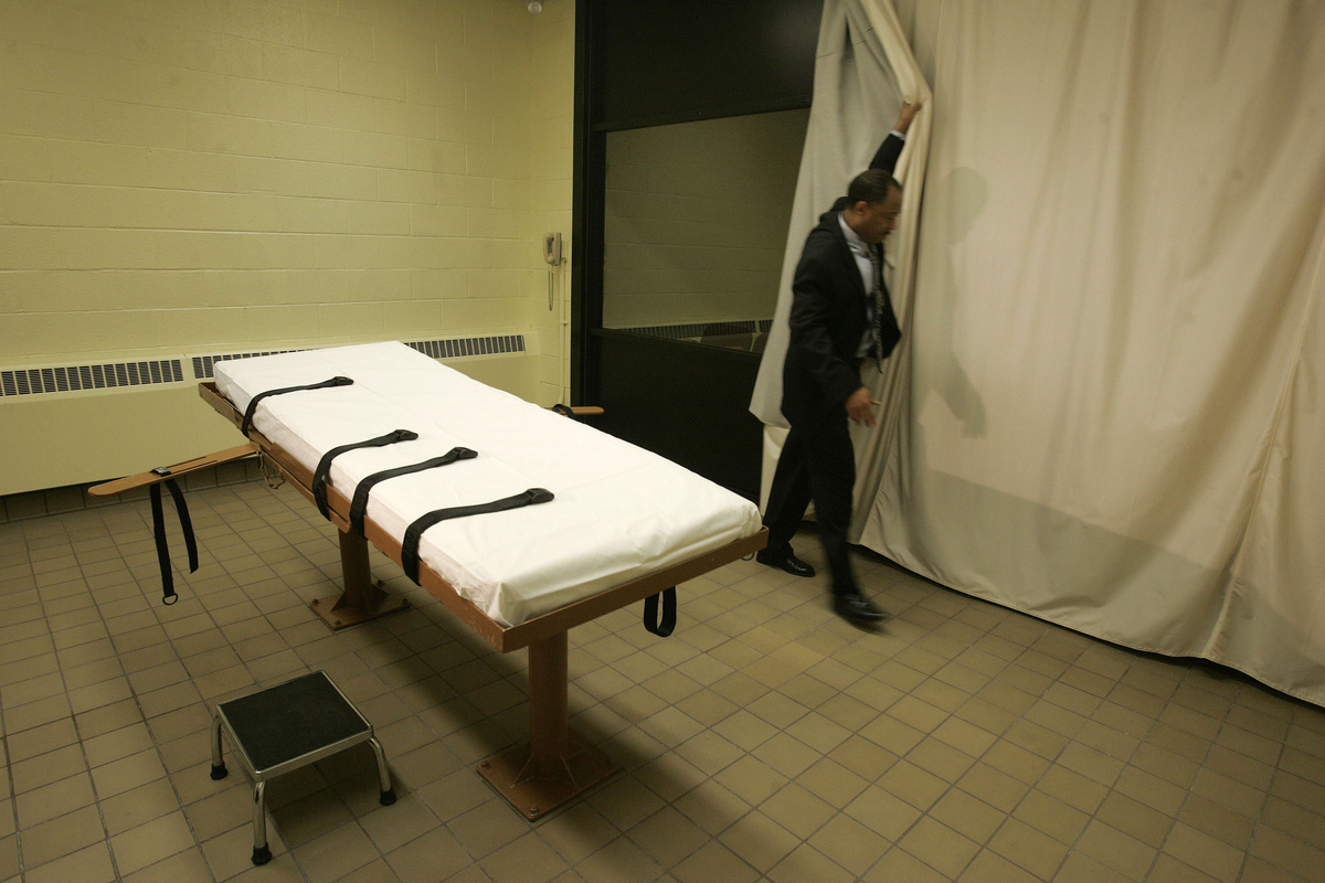 """<a href=""""http://www.cnn.com/2013/07/19/us/death-penalty-fast-facts/"""" target=""""_blank"""">Over 1360 people have been executed by l"""