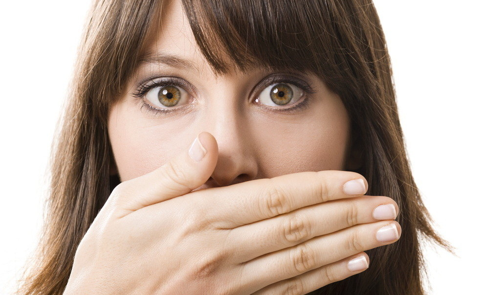 "Nothing ruins a first impression like <a href=""http://www.huffingtonpost.com/2013/12/10/bad-breath-causes_n_4386298.html"" tar"