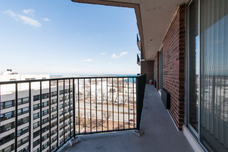 This two-bedroom condo has a view of the harbor and an in-unit washer/dryer. The building's got an indoor pool, a spa/sauna a