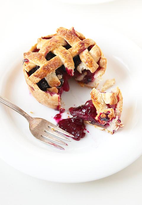 "<strong>Get the <a href=""http://www.thefauxmartha.com/2012/10/18/blue-apple-pie/"" target=""_blank"">Blue Apple Pie recipe</a> f"