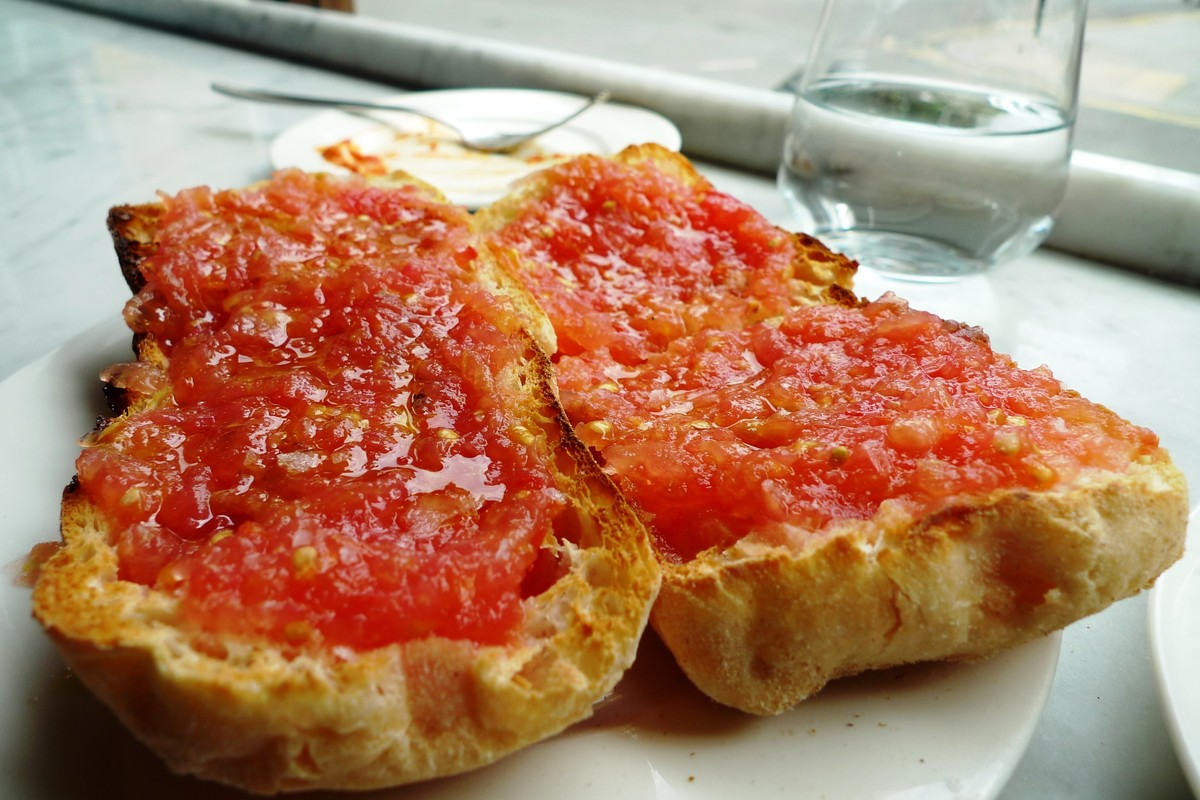 Pan con tomate is exactly what it sounds like -- bread with tomatoes -- and it's utter perfection.