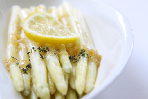 """<strong>Get the <a href=""""http://zisforzest.com/2010/05/28/white-asparagus/"""" target=""""_blank"""">White Asparagus with Lemon Pan Sa"""