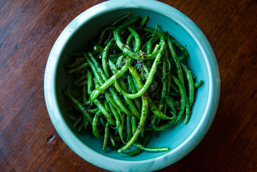 """<strong>Get the <a href=""""http://www.simplyrecipes.com/recipes/french_green_beans_with_butter_and_herbs/"""" target=""""_blank"""">Fren"""