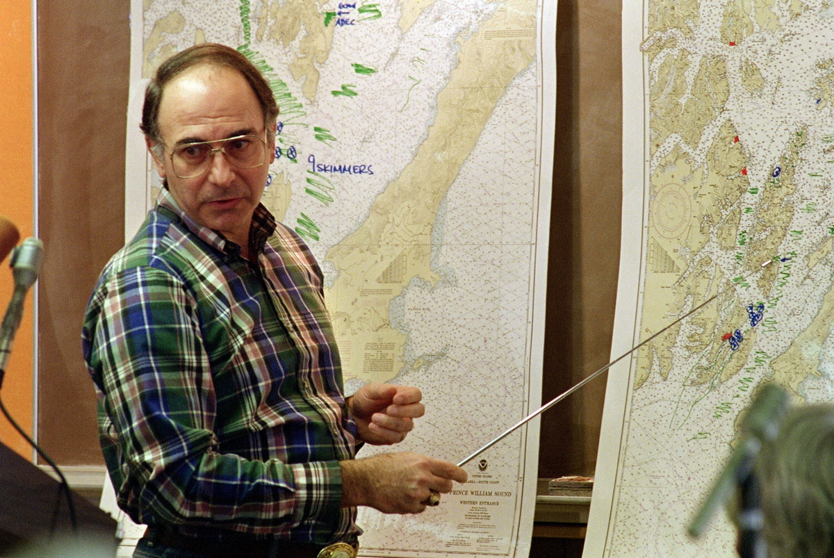 U.S. petroleum giant Exxon Corporation shipping President Frank Iarossi comments the cleanup operation 02 April 1989 in Valde