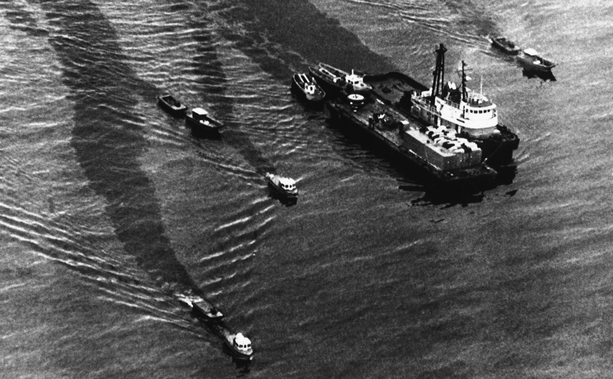 This ship's barges and tug head to the worst of oil spill in Alaska's history in Prince William Sound to clean up the oil on