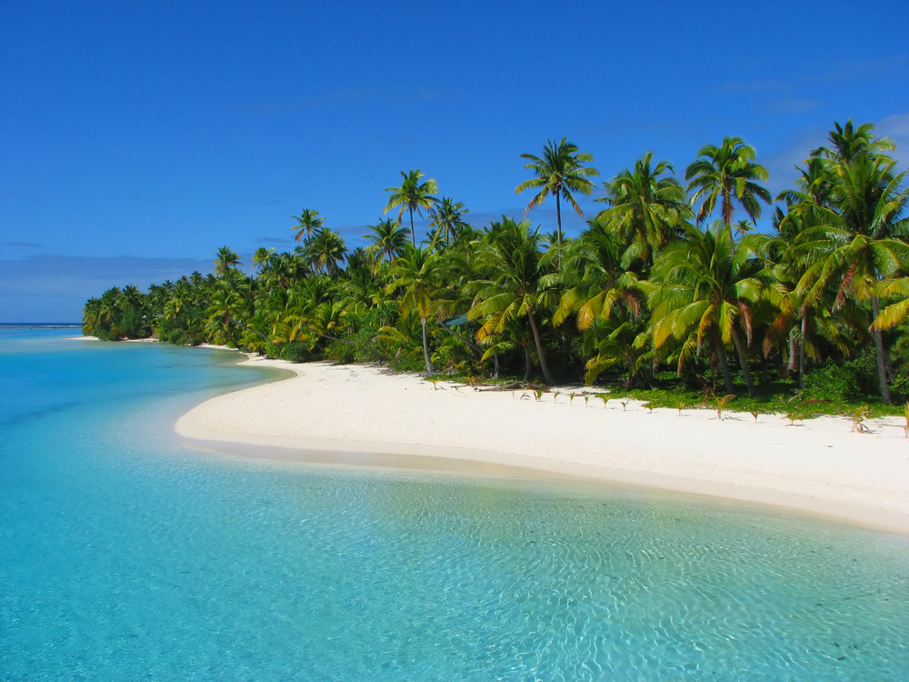 Located halfway between New Zealand and Hawaii in the South Pacific, the chain of 15 islands that make up the Cook Islands ca