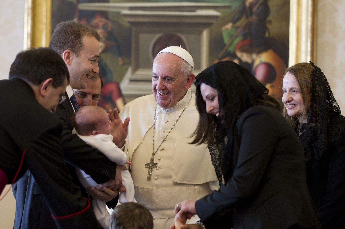 Pope Francis smiles at Malta's President George Abela, (3rdL) and (From L) his son Robert, grandson Matteo, daughter Maria an