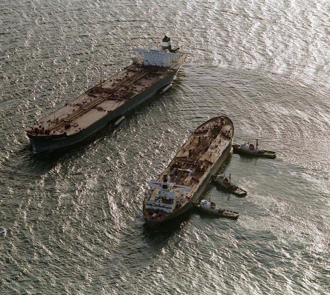 Three tugboats (R) push the oil tanker Exxon San Francisco (C) into place beside the crippled tanker Exxon Valdez (L) in Prin