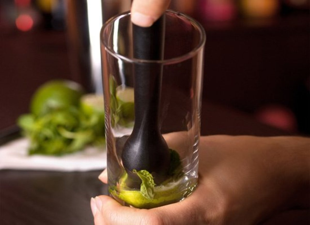 "Summer's on its way: Time for <a href=""http://liquor.com/recipes/mojito/?utm_source=huffpo&utm_med=lnk&utm_campaign=hmbrtls"">"
