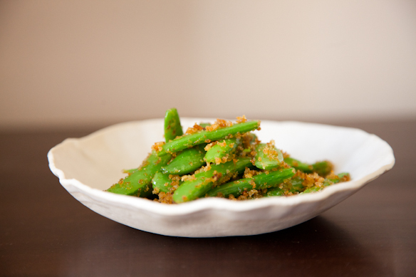 """<strong>Get the<a href=""""http://food52.com/recipes/13527-sugar-snap-peas-with-lemon-chili-breadcrumbs"""" target=""""_blank""""> Sugar"""