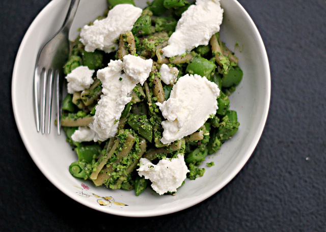 """<strong>Get the <a href=""""http://joanne-eatswellwithothers.com/2012/07/recipe-pasta-with-garlic-scapes-pesto-sugar-snap-peas-a"""