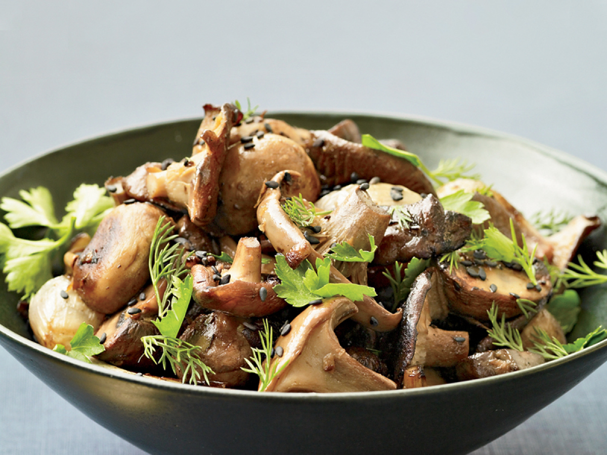 """<strong>Get the <a href=""""http://www.huffingtonpost.com/2011/10/27/roasted-mushrooms-and-sha_n_1058649.html"""" target=""""_hplink"""">"""
