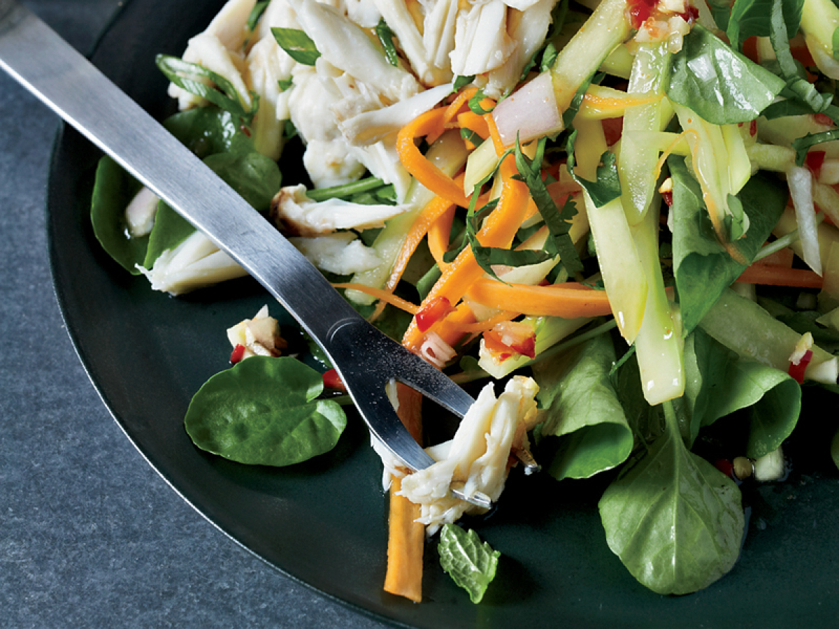 """<strong>Get the <a href=""""http://www.huffingtonpost.com/2011/10/27/thai-crab-and-green-mango_n_1058743.html"""" target=""""_hplink"""">"""