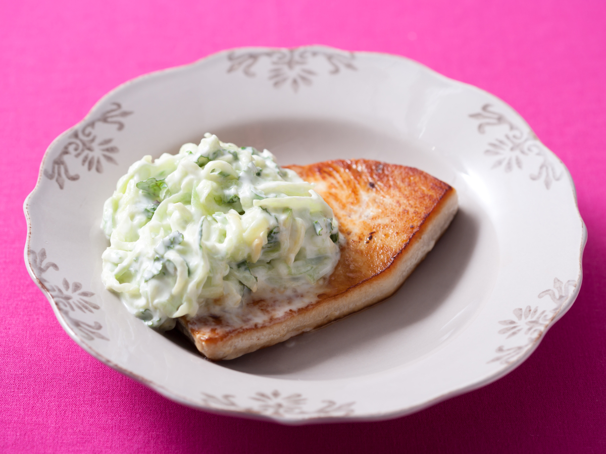 """<strong>Get the <a href=""""http://www.huffingtonpost.com/2011/10/27/sauteed-mahimahi-with-cuc_n_1056859.html"""" target=""""_hplink"""">"""