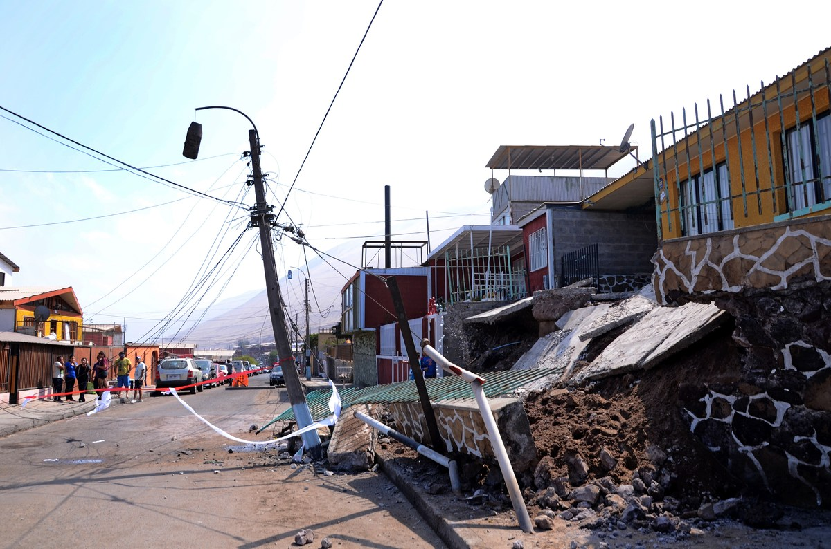 View of destroyed houses in Iquique, northern Chile, on April 2, 2014 a day after a powerful 8.2-magnitude earthquake hit off