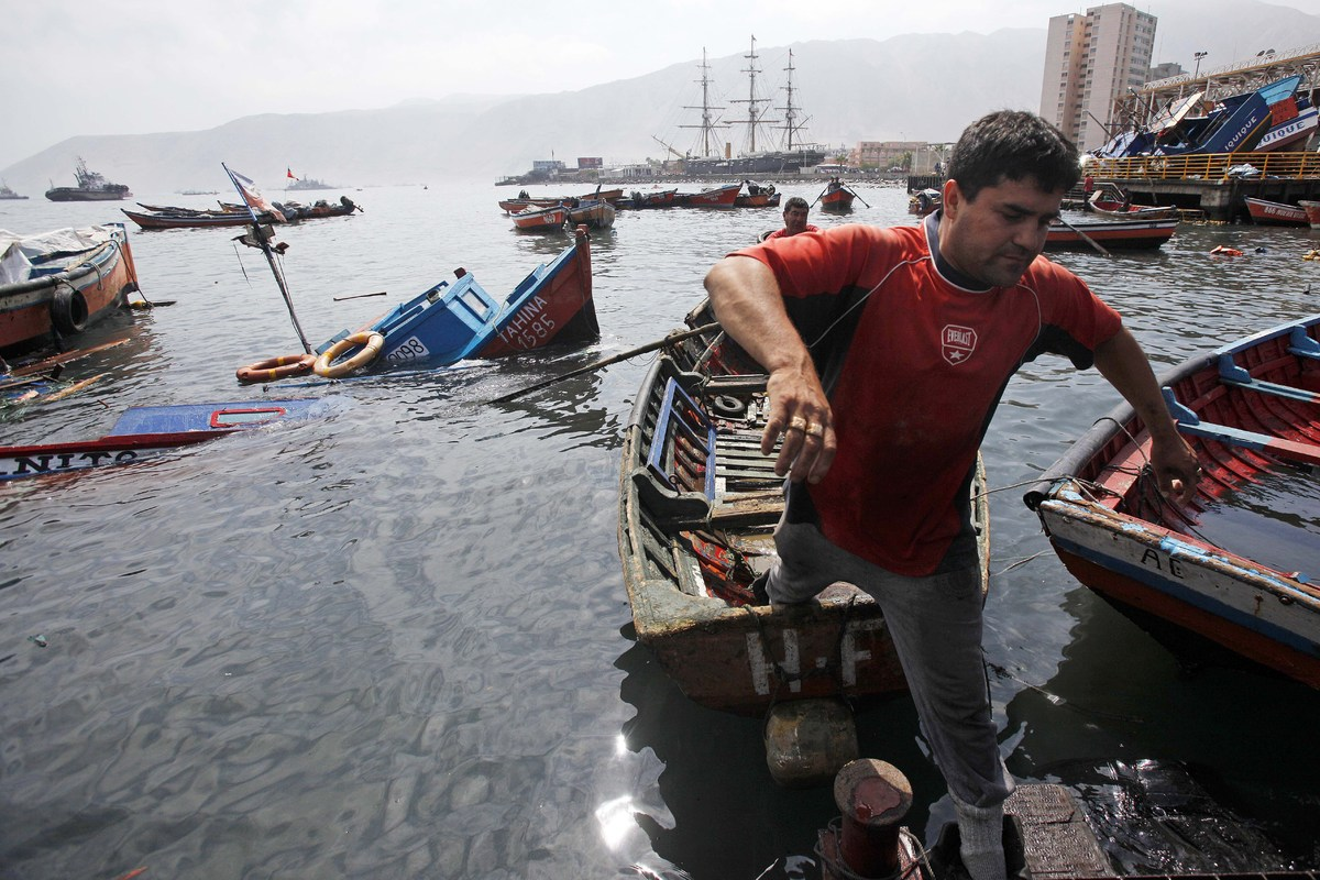 A fisherman jumps off a boat at the port of Iquique, in northern Chile, on April 2, 2014 after a powerful 8.2-magnitude earth