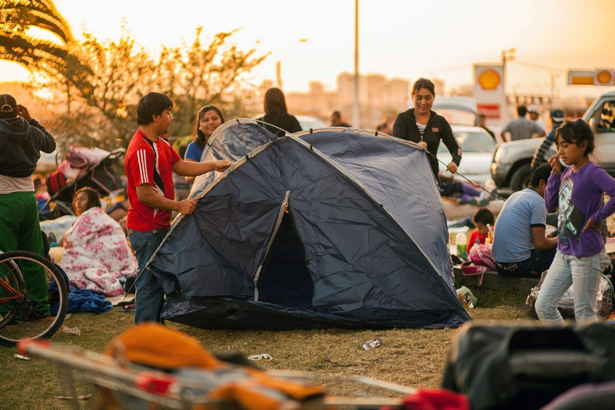 Residents camp out on a field near Iquique, Chile, as earthquakes rocked the area over the last 48-hours, on April 2, 2014. A