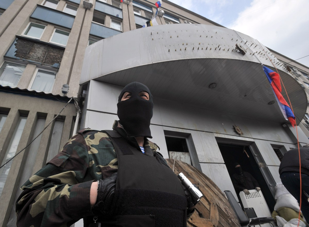 Pro-Russian activists at the entrance of the regional Security Service building in the eastern Ukrainian city of Lugansk on A