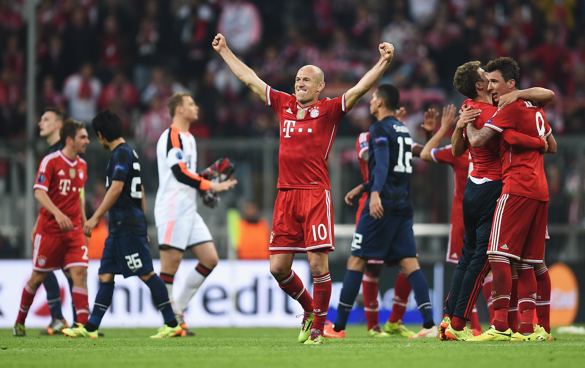 MUNICH, GERMANY - APRIL 09:  Arjen Robben of Bayern Muenchen celebrates victory after the UEFA Champions League Quarter Final