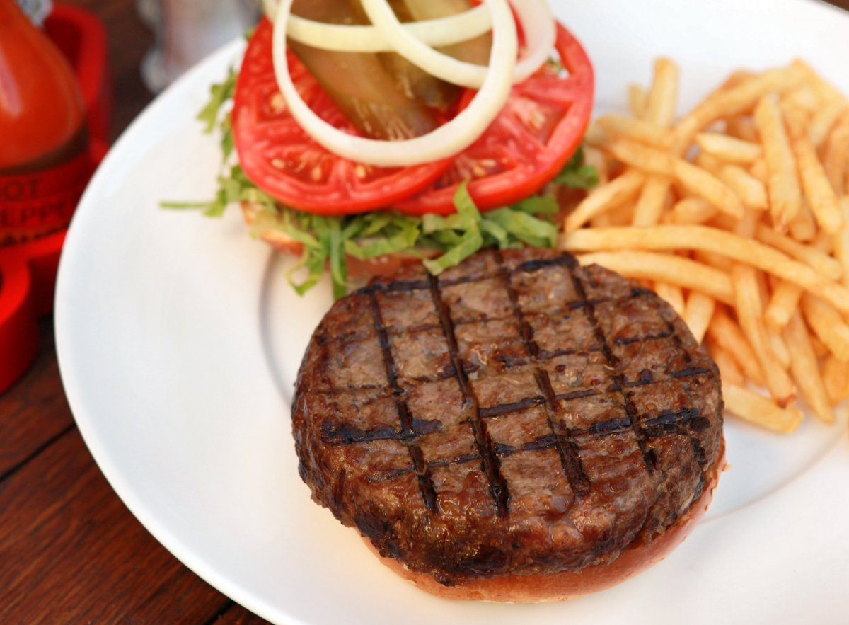 "<a href=""http://www.departures.com/slideshows/top-burgers-around-the-world/2"" target=""_hplink"">See More Top Burgers Around Th"