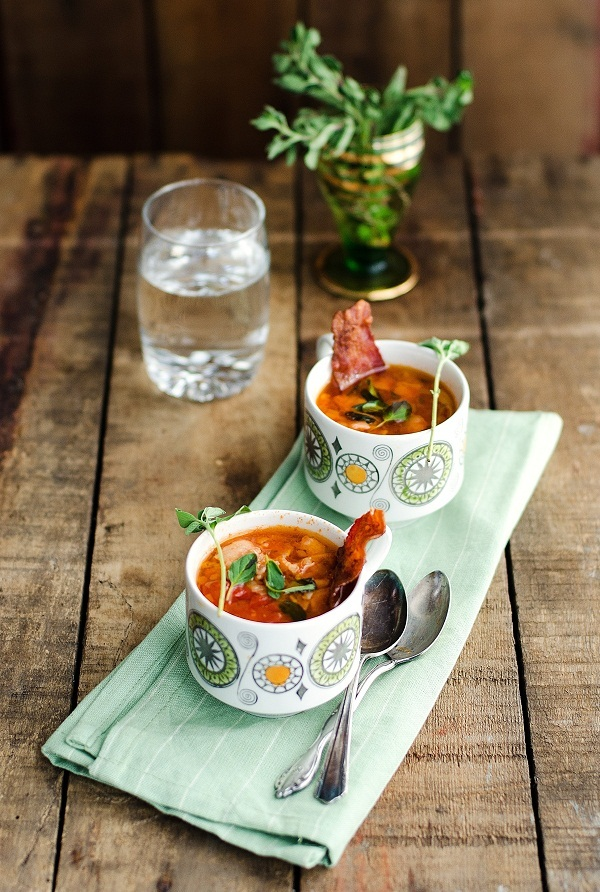 "<strong>Get the <a href=""http://www.versesfrommykitchen.com/2011/12/soup-series-lentil-bacon-oregano-soup.html"" target=""_blan"