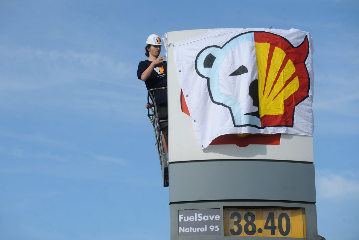 "In January, Shell announced that it won't <a href=""http://oceana.org/en/news-media/press-center/press-releases/oceana-applaud"