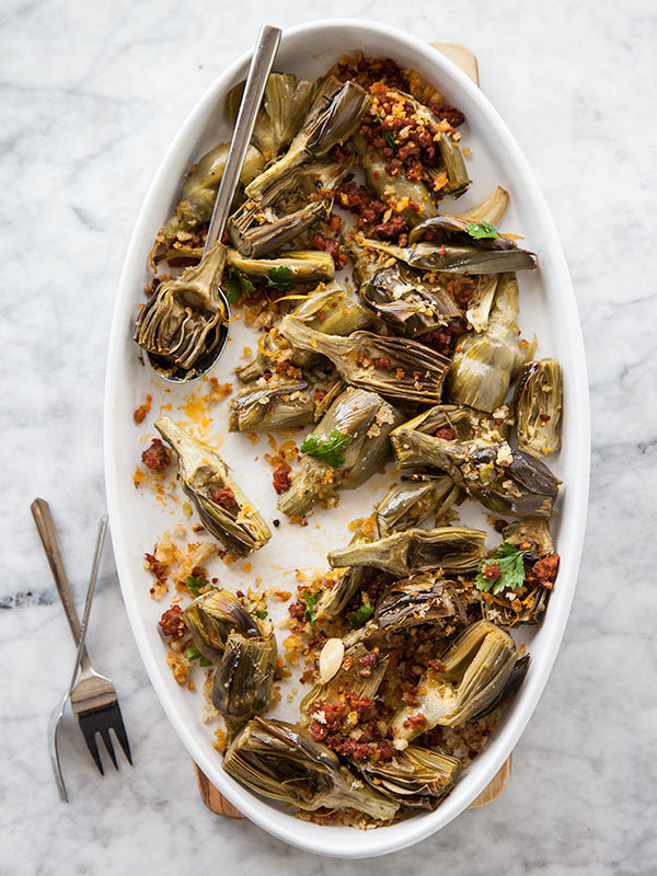 "<strong>Get the <a href=""http://www.foodiecrush.com/2013/04/roasted-artichokes-with-chorizo-dressing-and-an-artichoke-recipe-"