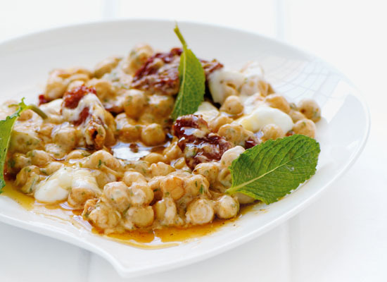 "<strong>Get the <a href=""http://www.huffingtonpost.com/2011/10/27/spiced-chickpeas-with-a-d_n_1057464.html"">Spiced Chickpeas"