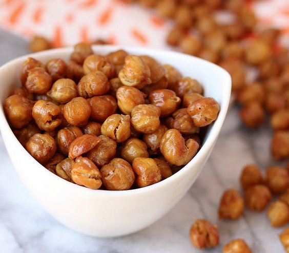 "<strong>Get the <a href=""http://www.madeinourkitchen.com/crispy-oven-roasted-chickpeas/"" target=""_blank"">Crispy Oven Roasted"