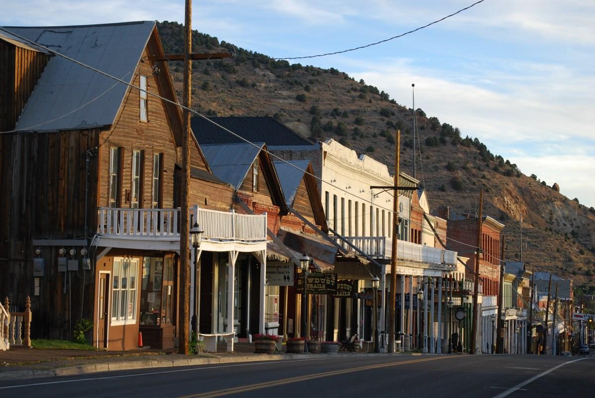 "<strong><a href=""http://www.travelandleisure.com/articles/americas-coolest-desert-towns/9"" target=""_hplink"">See More of Ameri"