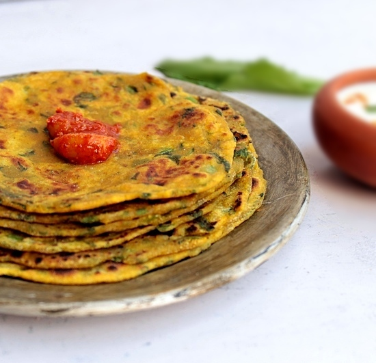 "<strong>Get the <a href=""http://litebite.in/theplas-healthy-indian-flat-bread-recipes/"">Spinach & Radish Thepla</a> recipe fr"